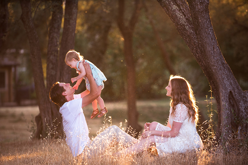 Family session at Golden time. Jensen Botanical Garden.